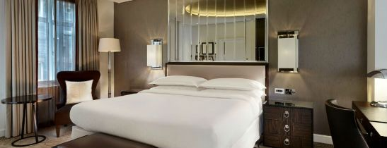 Experience a newly renovated guest room at Sheraton Grand London Park Lane